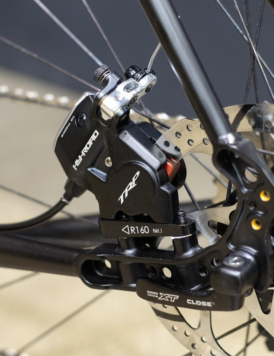The bike uses flat mounts at the front and rear