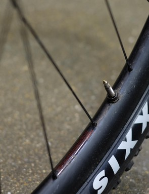 Unbranded carbon rims were wearing 2.2in Maxxis Forekaster tyres