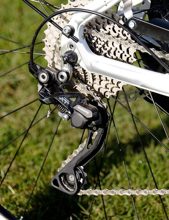 The bike features a 1x Shimano drivetrain