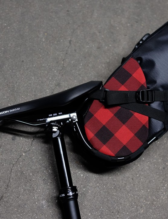 Porcelain Rocket claims the Albert is the first dropper seatpost-specific seatpack system