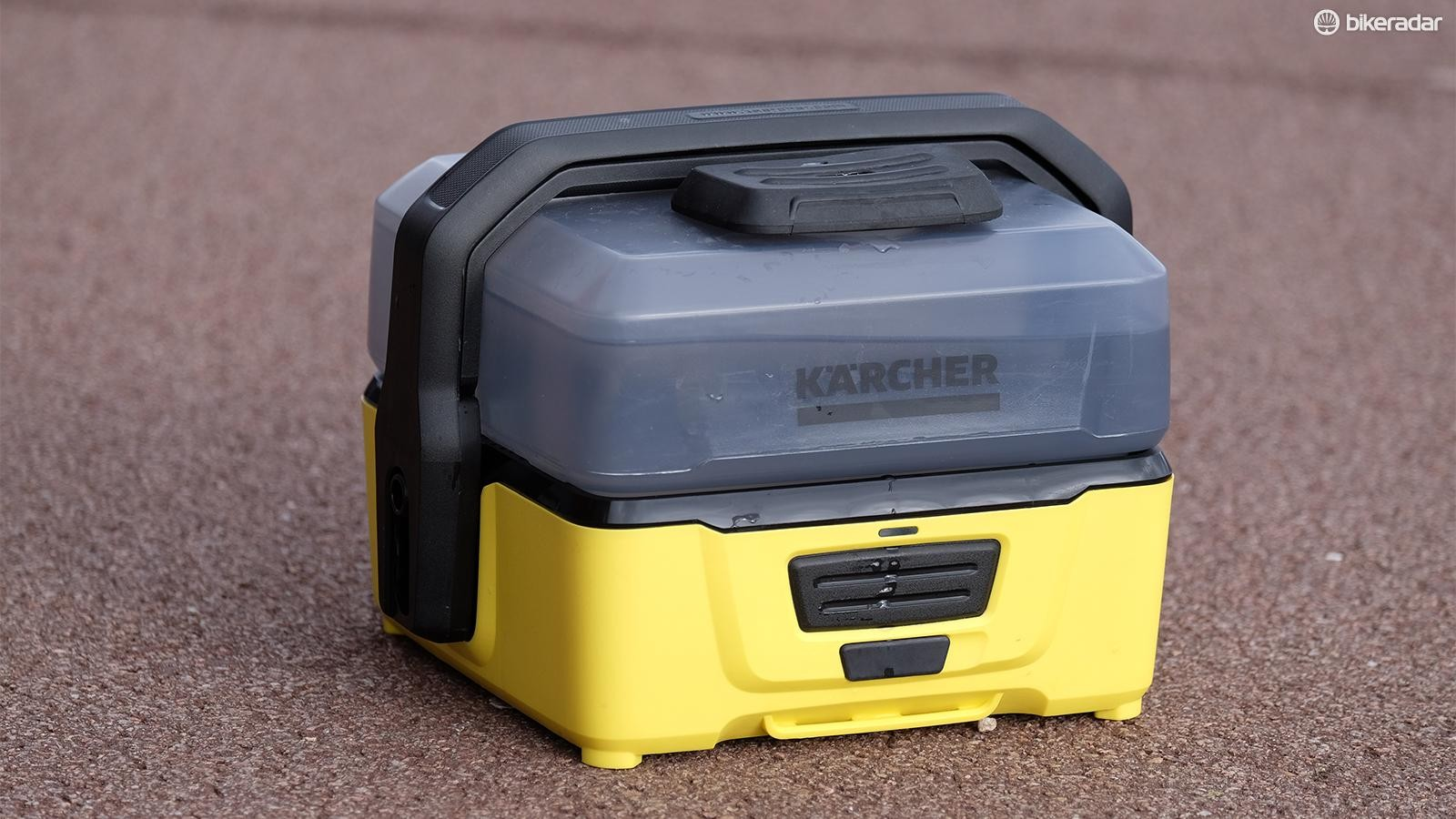 Karcher's dinky, portable pressure washer is powered by lithium batteries