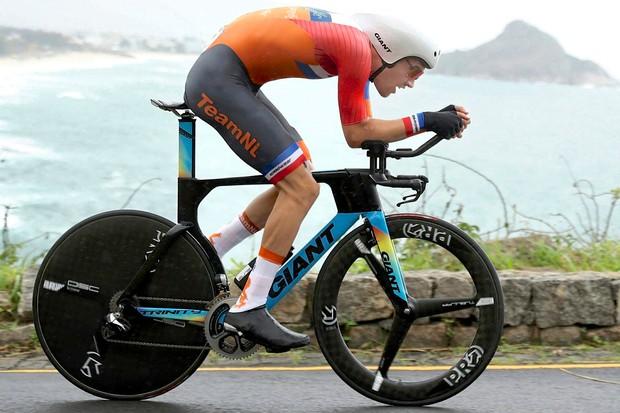 Tom Dumoulin aboard his special Rio edition Giant Trinity Advanced TT