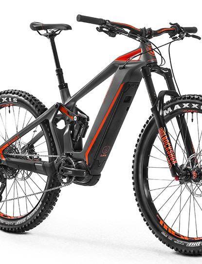 This model, the e-Crusher Carbon R+ weighs a claimed 22.8 kg (50.26 lbs)