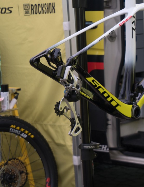 UPDATE! New shots of the eTap Eagle groupset