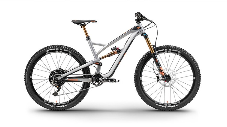 The range-topping YT Pro CF is a a damn fine looking bike