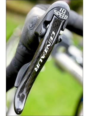 Centaur carbon brake levers help keep the weight down