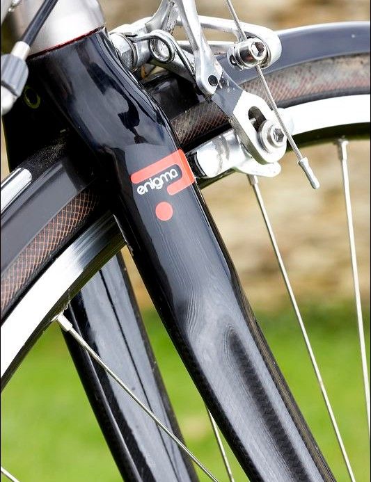 The carbon fork has clearance for guards and fat tyres