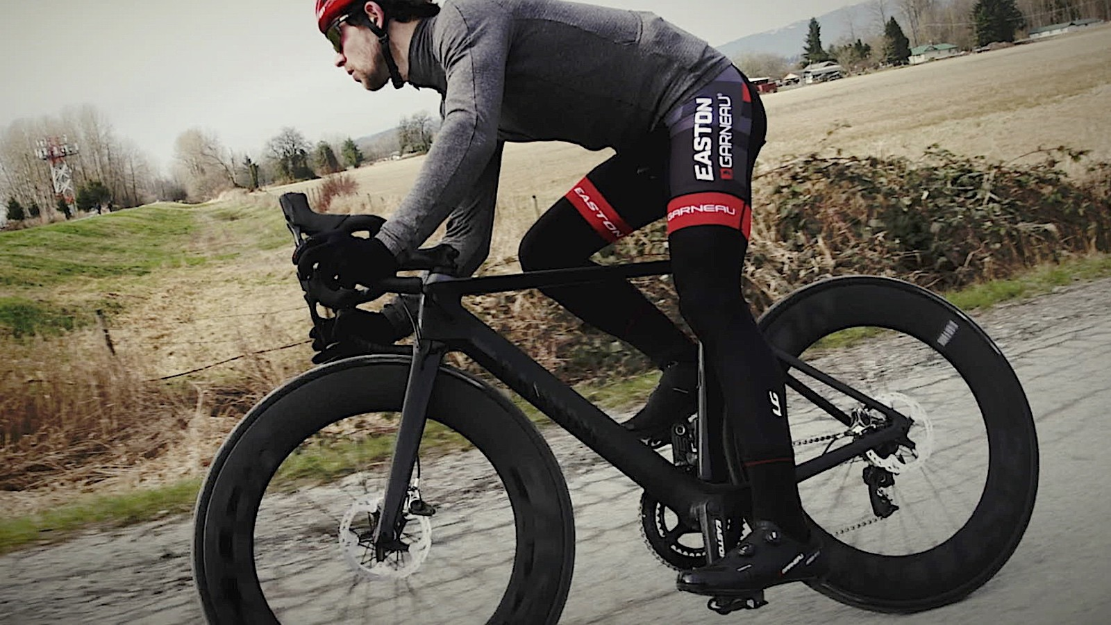 Easton's new EC90 Aero85 Disc is, as the name implies, 85mm tall and hydraulic-ready