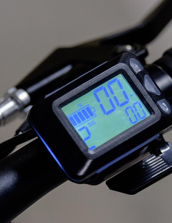 The handlebar display is simple, clear and easy to use