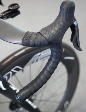 The flat tops on Viviani's S-Works Aerofly bars are bare