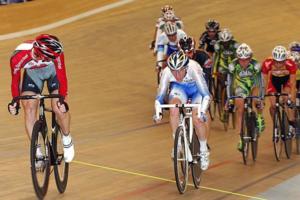 The men's scratch race qualifying round in Carson, CA.