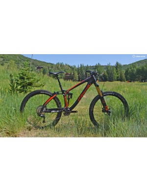 Ellsworth's carbon Rogue Sixty smashes with 160mm front and rear