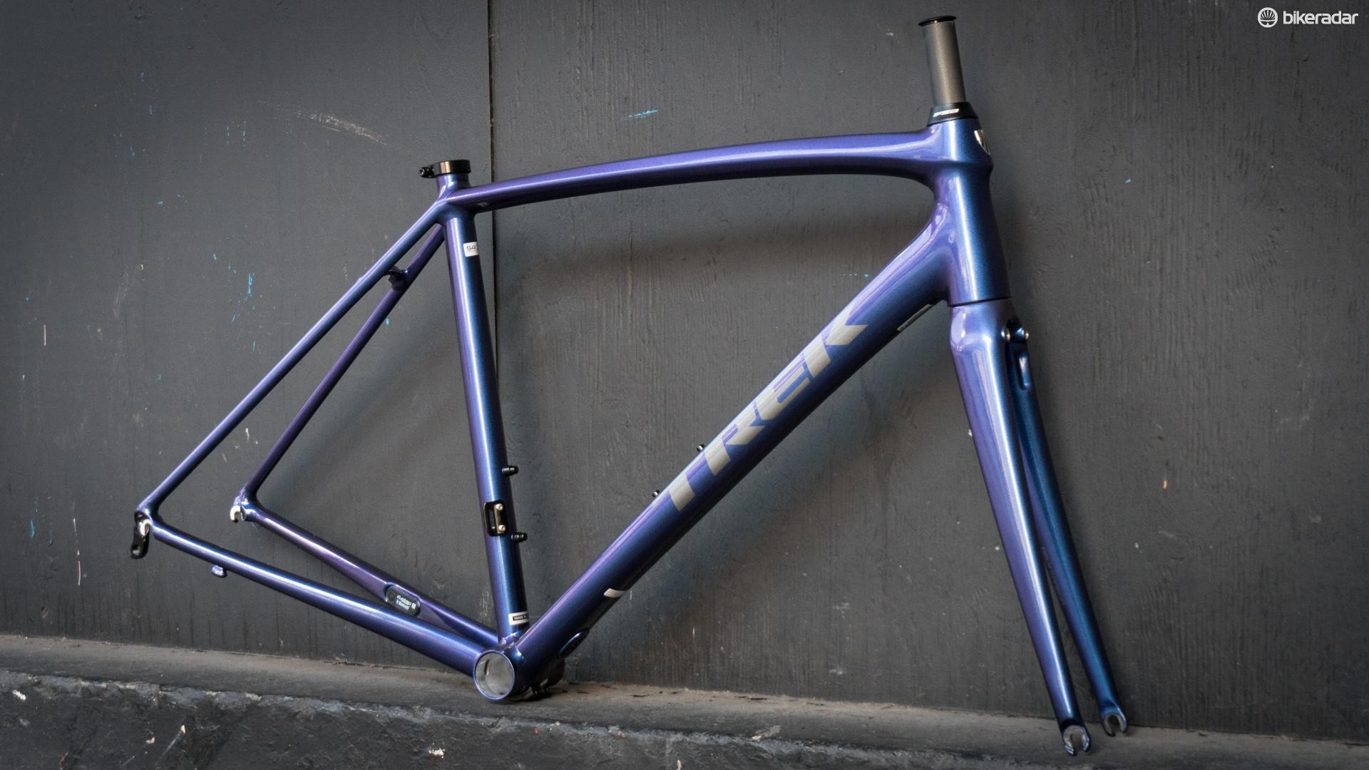 With low-key rim brakes and SRAM eTap, this will be a clean build