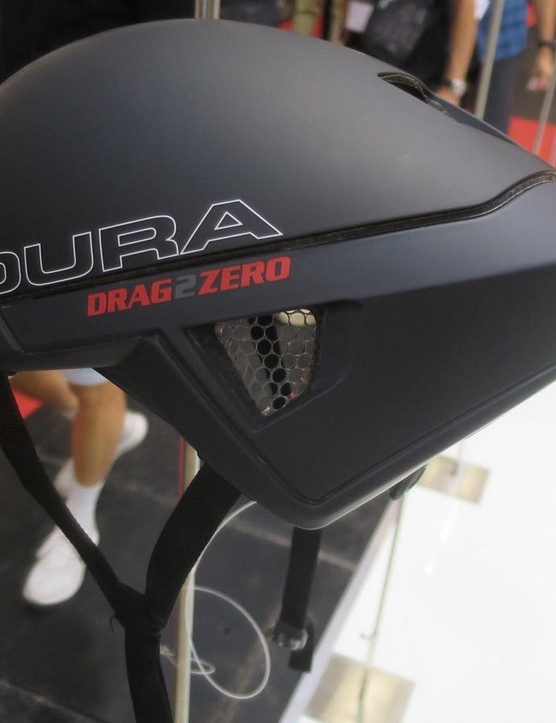The new Endura D2Z Aeroswitch helmet has a koyroyd core and a removable long tail section, making it effectively both an aero road and a TT helmet in one