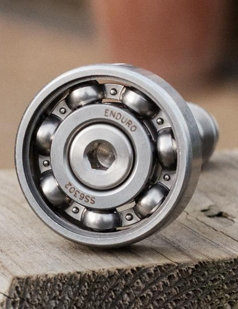 Despite being greaseless, the bearings spin very smoothly