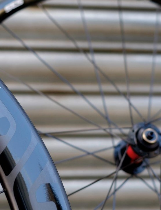 The Enve SES 5.6 Disc wheelset uses a 54mm-deep front rim and a rear rim that's 63mm deep
