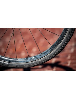 Unlike the ENVE M525 G, the G23 is a ground-up gravel wheel. It felt great: smooth and light