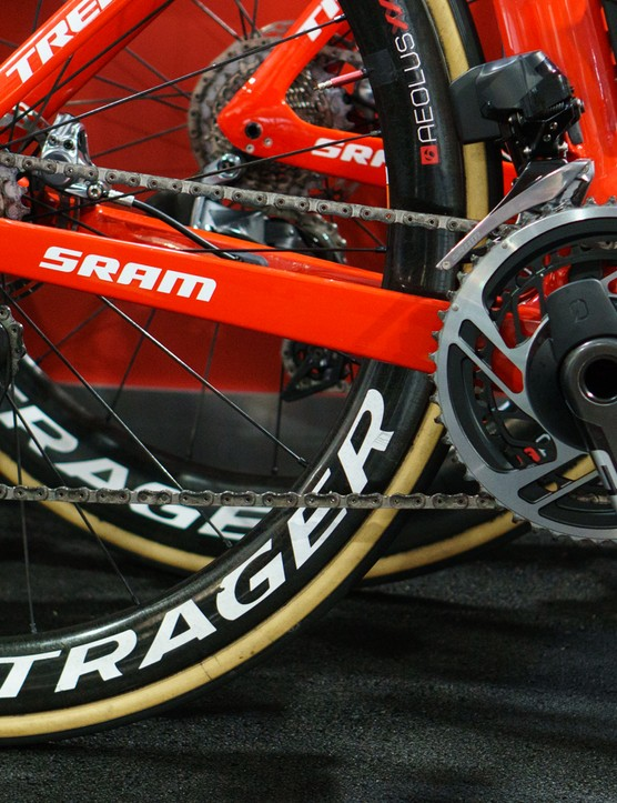 We've managed to take a close look at SRAM's all-new 12-speed Red eTap groupset at this year's edition of the Tour Down Under