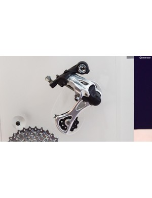 We're less sure about the two-tone finish of the silver rear derailleur