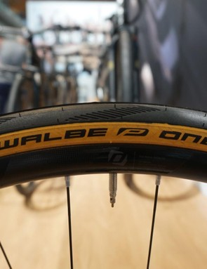 Schwalbe has jumped on the tan-sidewall bandwagon