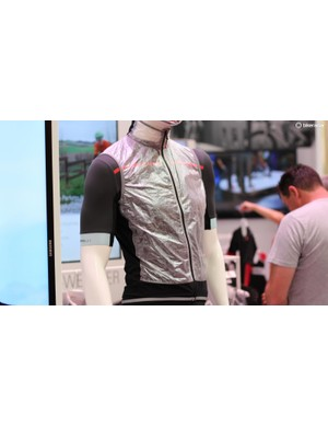 Castelli's new Vela Vest weighs a mere 59g (claimed) and packs down to the size of two gels