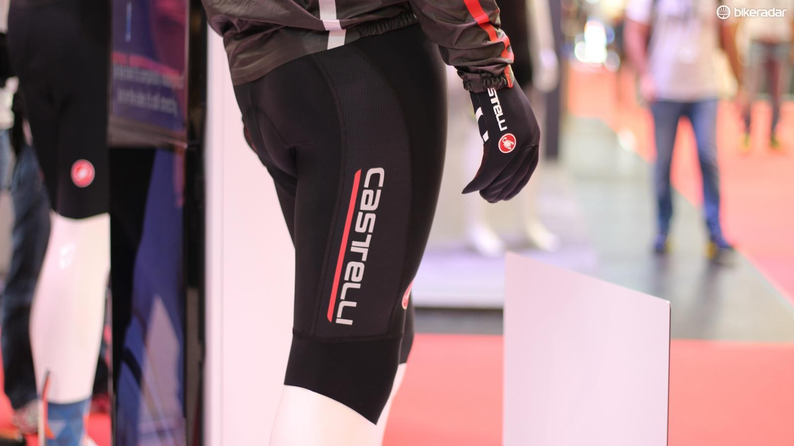 The Omloop Thermal Bib Short isn't quite a knicker, but features thermal knee coverage