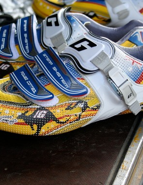 Cadel Evans (Silence-Lotto) ups the ante in the battle for the blingiest shoes in the peloton…
