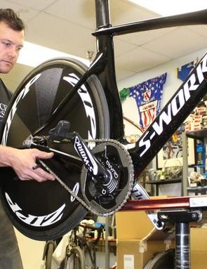 Shanks checks the chain tension on Stevens' race bike
