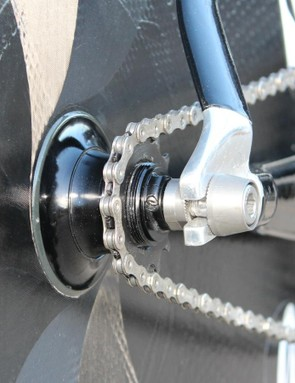 Since the frame has road spacing, extra spacers are added to the Zipp track disc