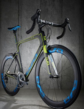 Wide-bodied wheels combine with narrow-profile frame tubes for aero benefits