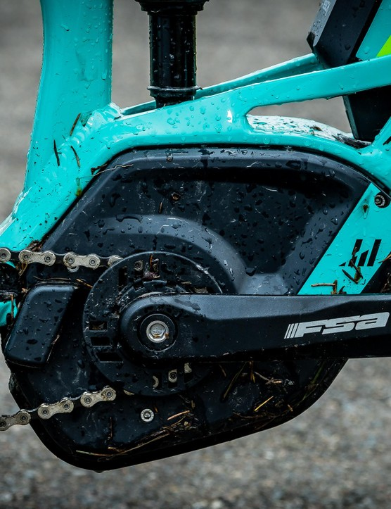 The Sting has a 1x11 drivetrain with Shimano XT and Deore