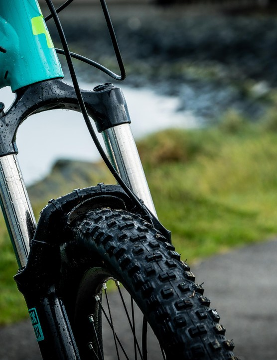 120mm of travel up front comes courtesy of RockShox Recon Silver TK Air forks