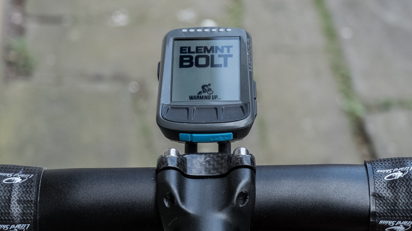 Swapping the Garmin mounting plate out for the included Wahoo plate was equally simple