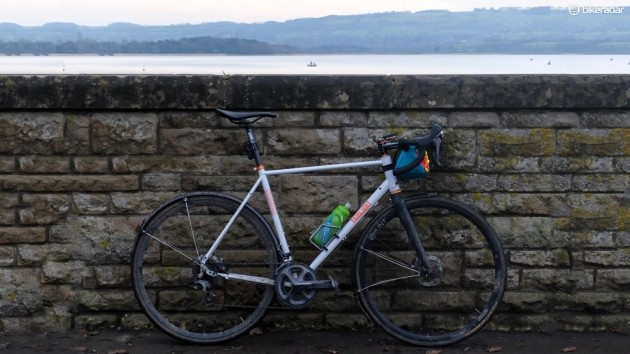 The Strael has been my bike of choice for longer rides throughout the winter and when matched with a suitably hip handlebar bag, will perform flawlessly for hours on end