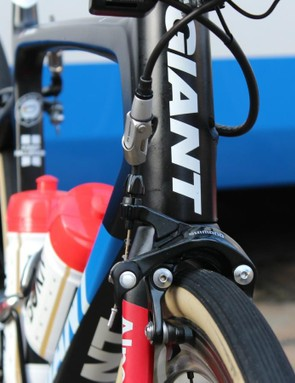 Giant-Alpecin uses an extra cable tension adjuster to quickly clear the 30mm girth for wheel changes