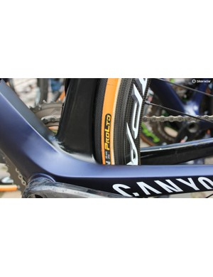 Like many teams, Movistar ran Conti's 28mm Competition Pro LTD tubulars. Clearance was tight on the Canyon Aeroad frames