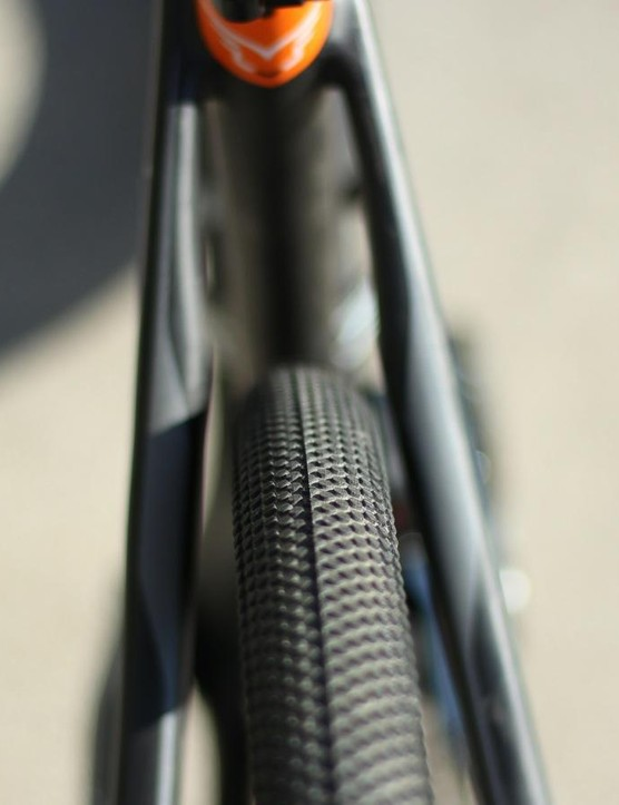 While the VR is technically rated for up to 30mm clinchers, this 35mm Schwalbe G-One fits with ample clearance