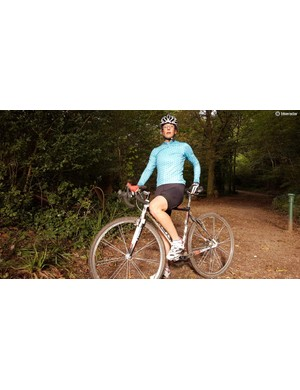 The jersey is packed with 'cross specific features, such as a padded shoulder for cushioning when carrying and running with your bike