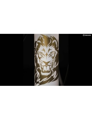 The head tube features a gold lion