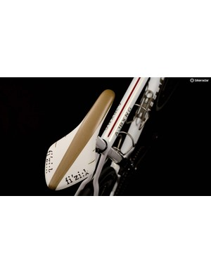 Gold Fizik saddle