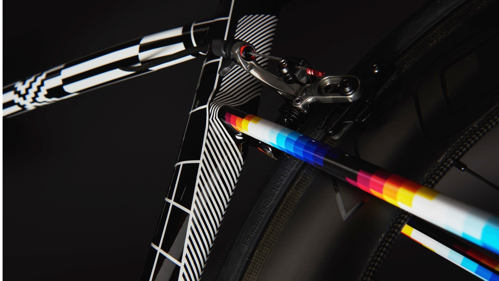 The design incorporate all sorts of elements from Felipe Pantone's work