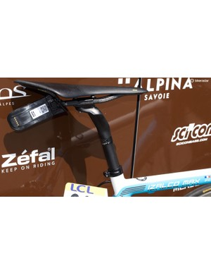 Romain Bardet opts for a Fizik Arione perch, with all bikes equipped with data trackers