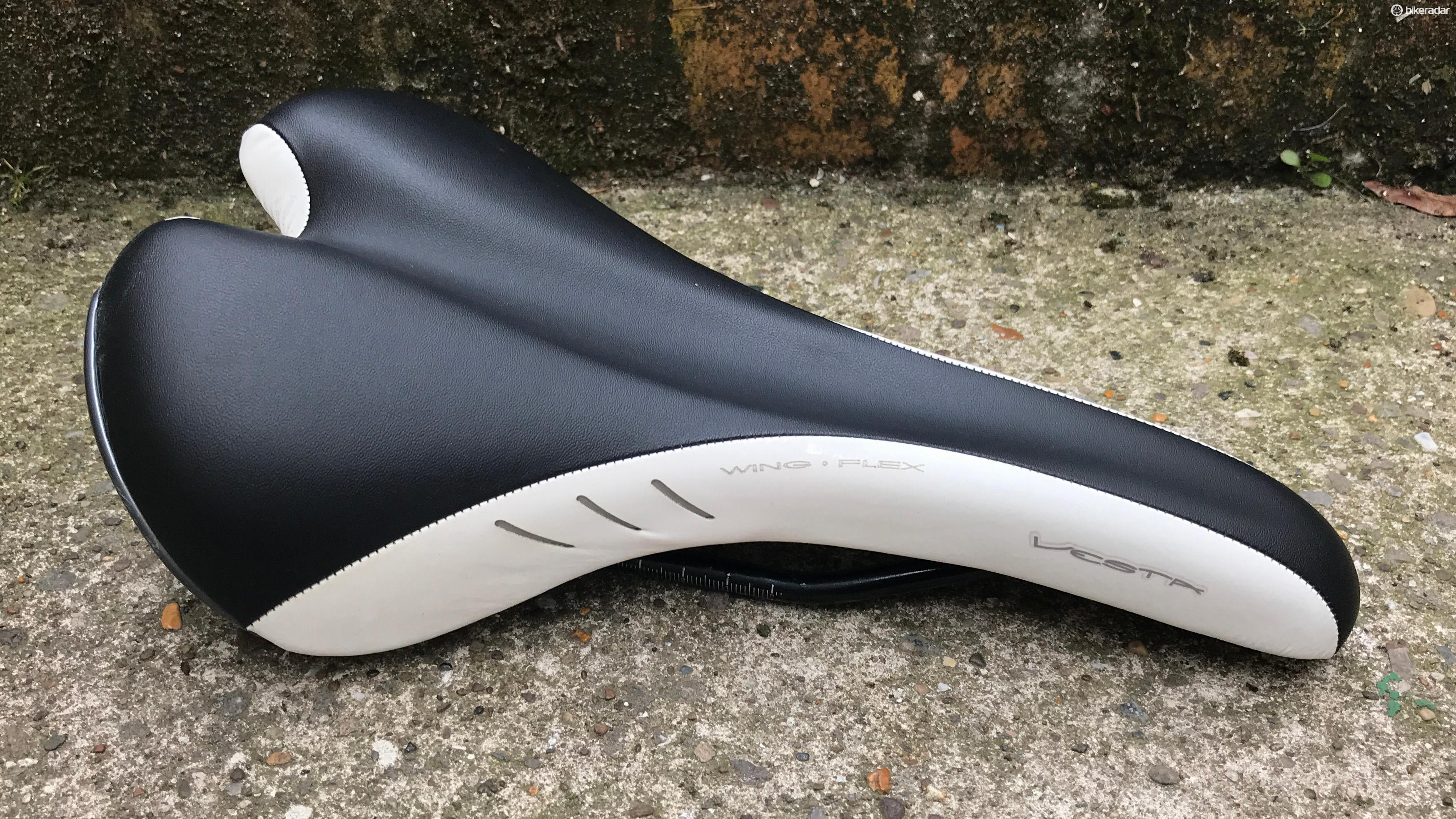 Fizik Vesta women's saddle in black and white