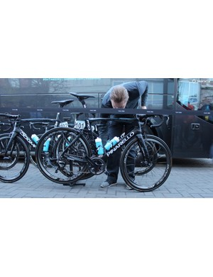 A Sky mechanic pairs Ian Stannard's Garmin to his Stages power meter