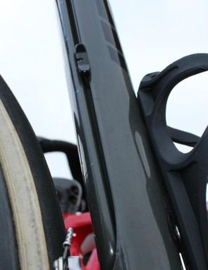 Note the slider on the seat tube just behind and above the bottle cage. This adjusts the firmness of the IsoSpeed