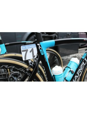 The race number sits where the K8-S's elastomer suspension would be — Team Sky riders liked the suspension when seated but disliked it when out of the saddle, so it was removed