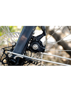The flat-mount caliper is compatible with short-pull and Campagnolo levers