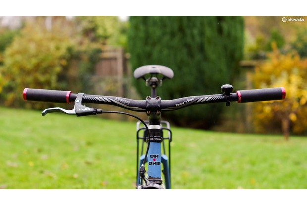 Flat bars offer an assertive, upright and comfortable position for riding