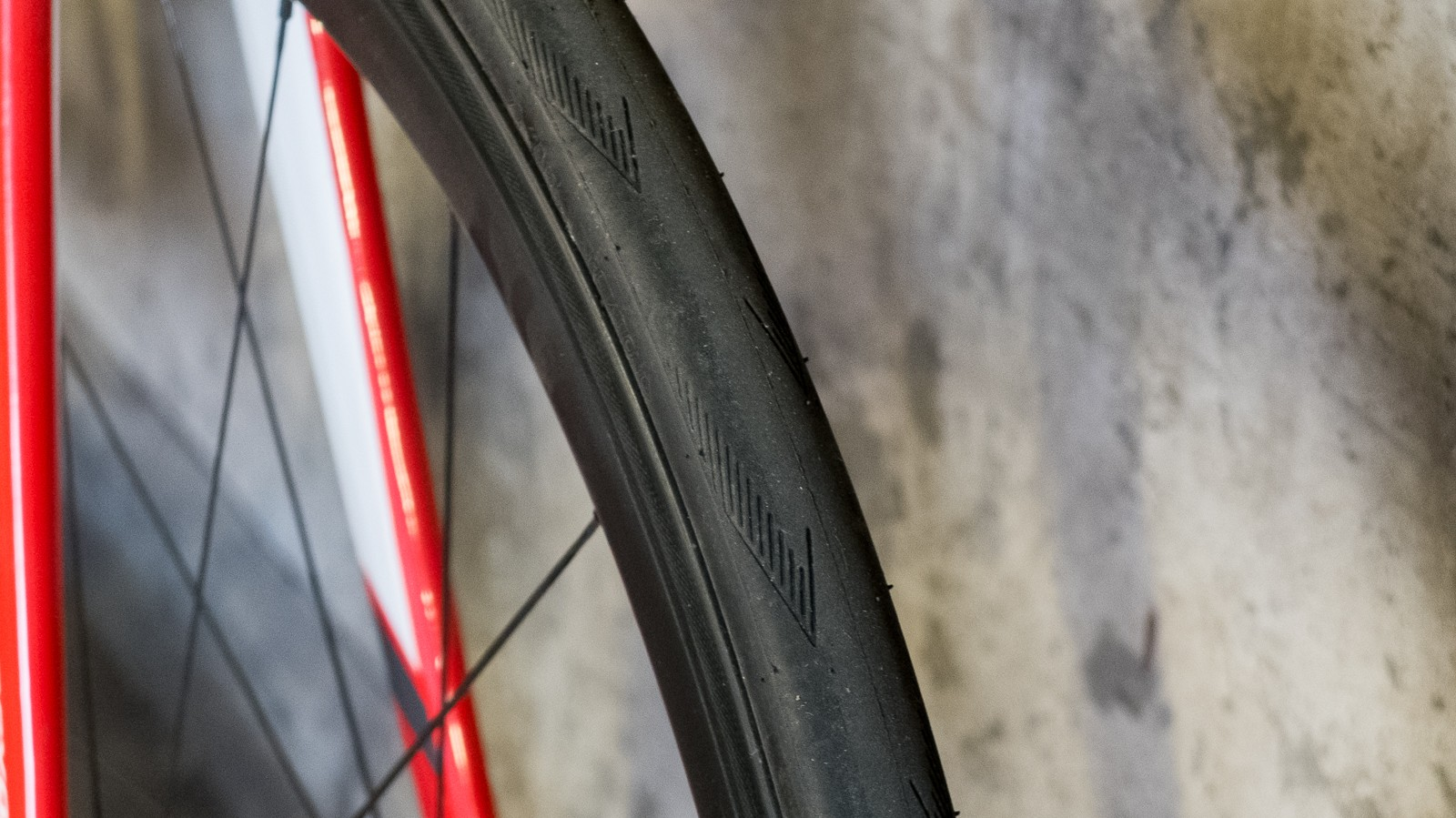 The wide rims plumped these Schwalbe Pro One tyres up well