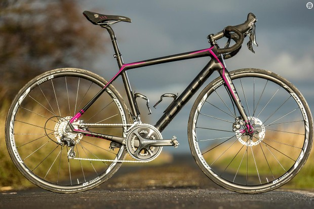 The Focus Cayo Disc Donna Ultegra is at heart the same bike as its unisex siblings, just sized differently and repainted
